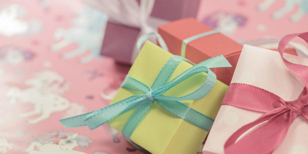 Per Natale compri un regalo o prepari un dono?
