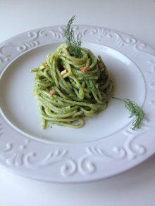 Insalata di Spaghetti al Pesto di Finocchietto e Mandorle